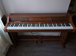 Wood finish Roland Piano Gatineau Ottawa / Gatineau Area image 1