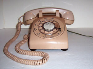 BELL CANADA ANTIQUE  ROTARY DIAL TELEPHONE (VGC)