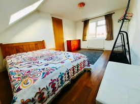 DOUBLE ROOM IN GANT HILL/ILFORD FORFEMALE