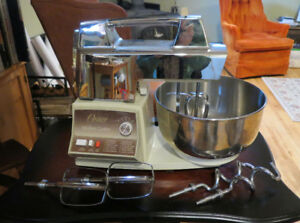 Oster/KitchenAid centre + many accessories