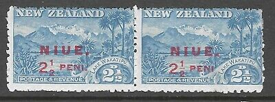 NIUE : 1902 2 1/2d blue pair, one with 'no stop' variety SG 2+2a MNH