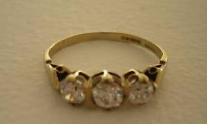 9 carat gold ring with 3 cubic zirconias Ormiston Redland Area Preview