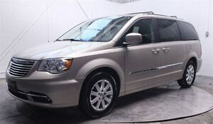 2015 Chrysler Town & Country MAGS STOW N'GO TV/DVD ÉCRAN TACTILE