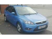 FORD FOCUS FACELIFT MODEL 5DR 1.6 AUTO. DRIVER WITH CADT'D SMALL GASH TO N/S/R. check photo