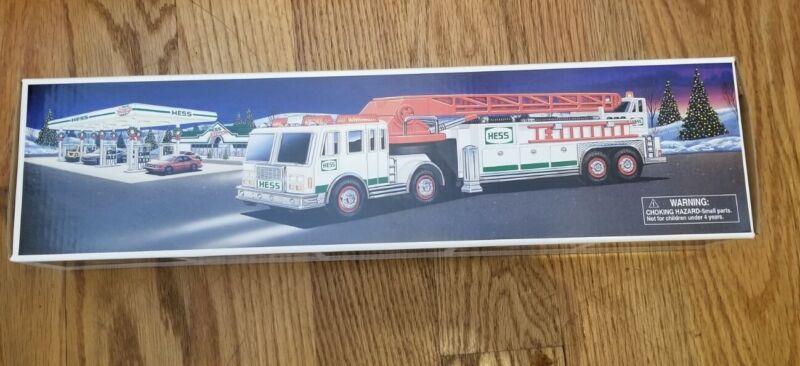 Hess new in Box  Hess fire truck 2000