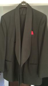 Veston Tuxedo 2-Pieces. Faite en ITALIE.  2-Piece Tux