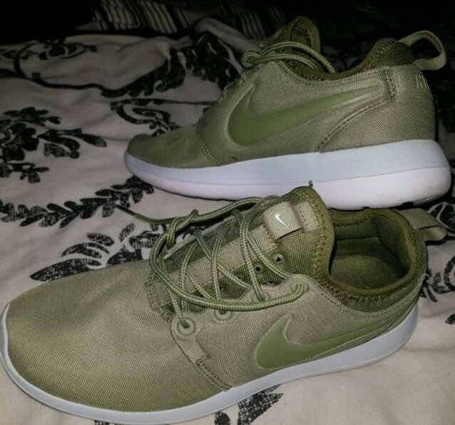 2b1a8f35951e Ladies Nike trainers size 4 like new! Olive green