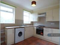 3 bedroom house in Priory Estate, South Elmsall, Pontefract, WF9 (3 bed)