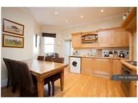 2 bedroom flat in Fulham Road, London, SW6 (2 bed)