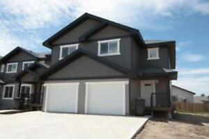 Wallace Cove Townhouse With Garage