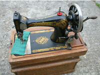Vintage 1909 Singer hand crank sewing machine with wooden case