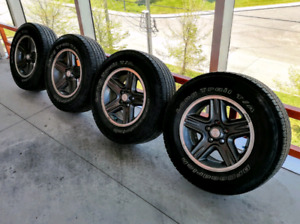Set of four OEM Jeep 16 inch mags with 5x114.3 CB