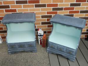 2 tables de chevets en bois gris blanchi