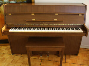 Yamaha ER-10 Upright Piano.