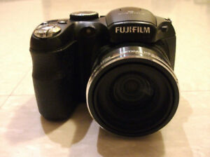 Fujifilm FinePix S1800  Appareil photo  digital camera