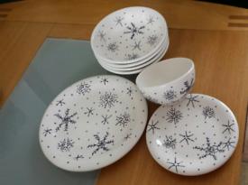 PRICE REDUCTION Festive plates & bowl