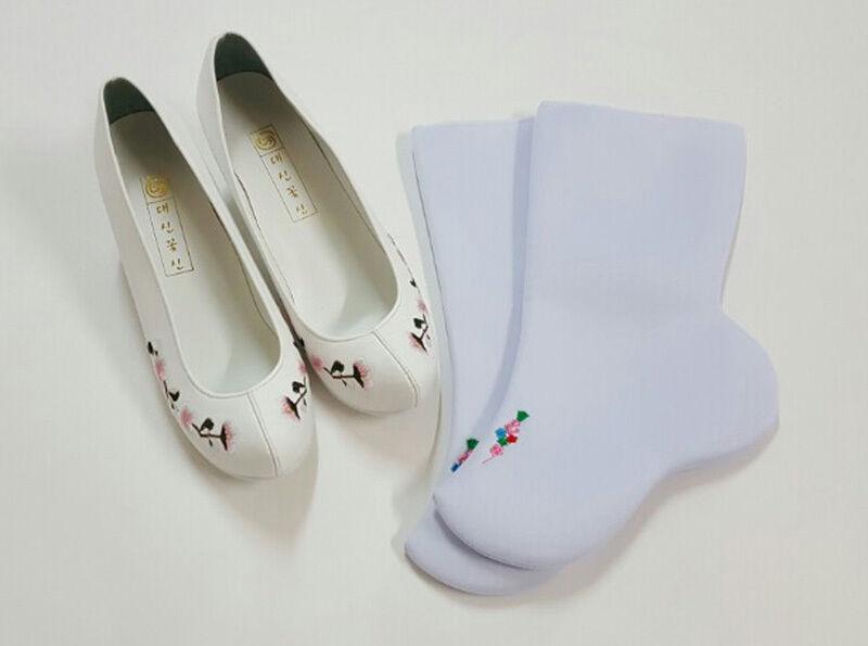 Hanboks shoes women Korea traditional costumes dress white embroidery / socks