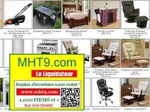Grand lit, fauteuil de bureau et fauteul coulissant avec pouf