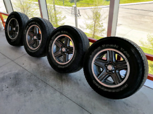 Set of four 16 inch 5x114.3 Jeep oem mags. Excellent