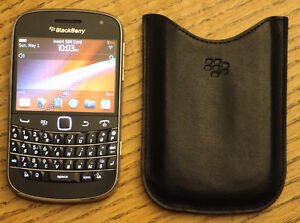BlackBerry Bold 9900 w/ Travel Charger, holster and pocket