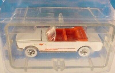 Hot Wheels Park-N-Plates White 65 Ford Mustang Convertible
