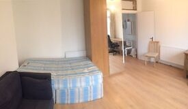 1 HUGE DOUBLE ROOM and 1BED IN A TWIN ROOM TO SHARE WITH ANOTHER GUY in BRICKLANE! (E1 5PA)