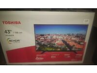4K TOSHIBA TV - Damaged screen - for PARTS or REPAIR!