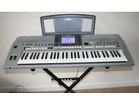 yamaha PSR-S910 Professional Keyboard with stand and music rest