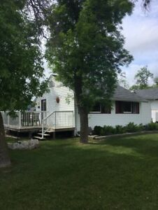 Winnipeg Beach Cottage Rental... Great Location....