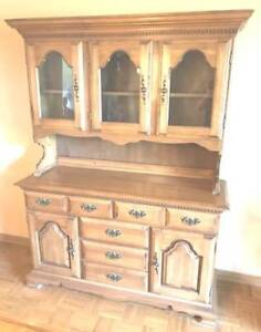 MAPLE FOUR CHAIR DINING ROOM SET WITH BUFFET AND HUTCH