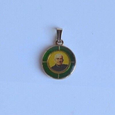 Blessed James Giacomo Alberione from the clothing EX Indumentis relic pendant