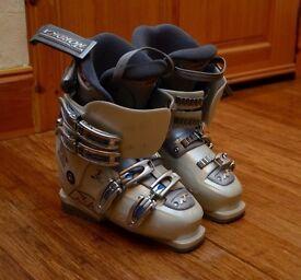 Ladies' ski boots