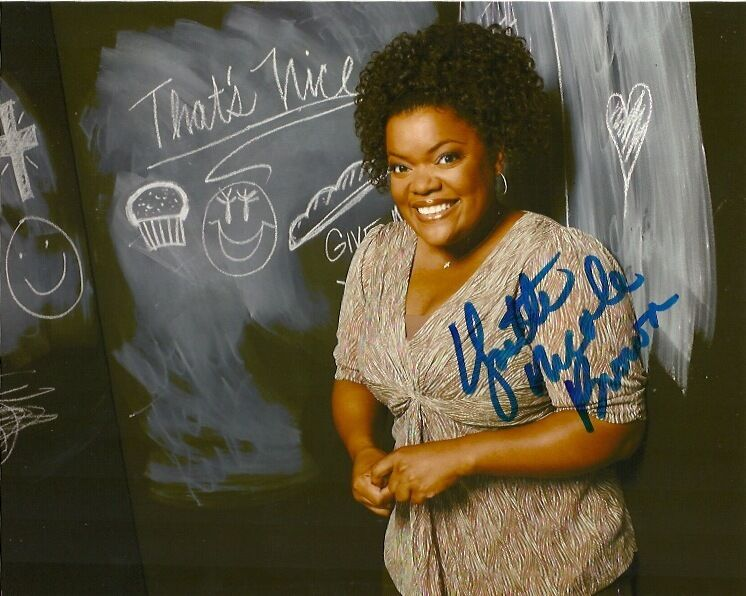 Community Yvette Nicole Brown Autographed Signed 8x10 Photo COA
