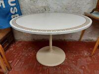 1970s Saarinen Style Circular Tulip Dining/Kitchen Table. Vintage/Retro/Mid Century