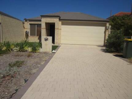 Quality 3 x 2 house, spacious kitchen with dishwasher, aircon