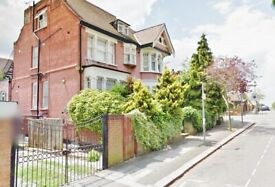Large studio apartment in prime location, Audley Road, Hendon, NW4-Ref: 25