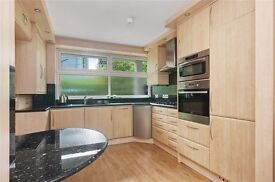 MODERN 3 bedroom maisonette in Warwick Avenue just off the canal! £600pw AVAILABLE NOW!