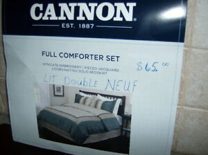 COUVRE LIT DOUBLE NEUF