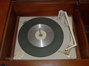 Vintage Westinghouse Vinyl Turntable/Radio Solid Wood Cabinet Stratford Kitchener Area image 5