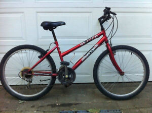 Red Supercycle Mountain Bike/ Velo de Montagne