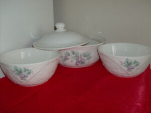 4 Piece Quality Pfaltzgraff Serving Bowl Set  Only $20