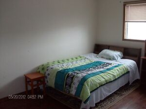 Weekly/furnished/tidy/peace/close bus/LRT/good convenient area