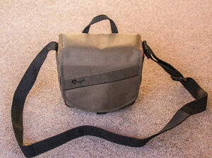 LOWEPRO SHOULDER CAMERA BAG