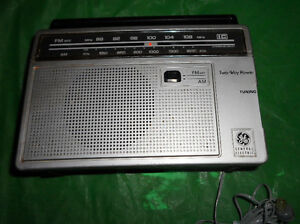 VINTAGE GENERAL ELECTRIC RADIO AM/FM MODEL 7-2660B