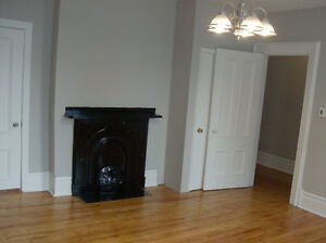 Rent Spacious 1 Bedroom Victorian Apartment in Central Location