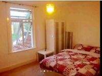 Spacious double room to let, all bills included, fully renovated bright shared house .es