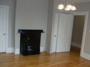 Victorian Charm 1 Bedroom Apartment to Rent in Central Location