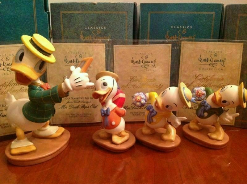 Disney Collector Society - Classics Figurines Mr Duck Steps Out-60th Bday SET
