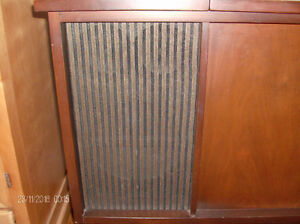 Vintage Westinghouse Vinyl Turntable/Radio Solid Wood Cabinet Stratford Kitchener Area image 2
