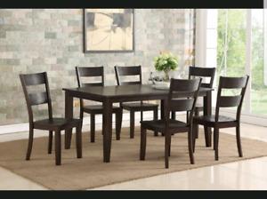 Table à manger et 6 chaises